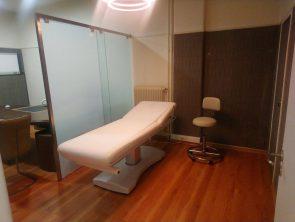 εσωτερικό ιατρείου - κρεβάτι